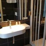 Salle de bains de la chambre 201