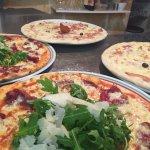 Pizza façonnées à la main