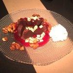 Tapas de dessert, chocolat et framboise. Délicieux !