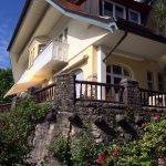 Verschiedene Frühstücksräume, Frühstücksbuffet, Rezeption, Dachterrasse, alte Villa, Balkon, Bad