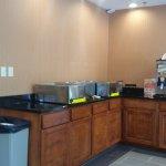 breakfast area: hot breakfast