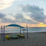 Vista de la playa frente al hotel