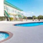 Outdoor Pool & Grills