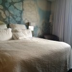 We had a fantastic stay! The bed was extremely comfy , so we added a day to our stay! Great loca