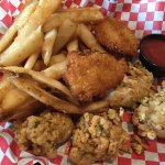 Shrimp and oyster basket. Delicious. Great fries!