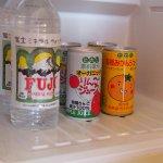 冷蔵庫はジュースと水だけになっていました。