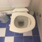 Salle de bain Chambre 107 Dur dur  une hôtesse d'accueil très sympathique Ce n'est pas cher 47