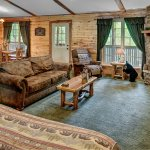 King Bed, Fireplace, All the comforts of home! Bear Cub Cabin
