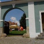 Eingang gegenüber Schloss