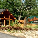 Welcome to Cedarwood Inn
