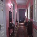 Fotos del baño compartido y del pasillo del piso 2
