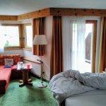 Muttler-Zimmer mit Sitzecke und Balkon