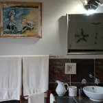 En-suite bathroom with shower & bath of our Karoo View House at Karoo View Cottages