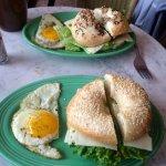 breakfast veggie bagel & egg