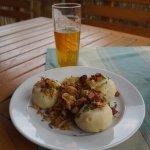 Словацкие кнедли с тушеной капустой и пиво
