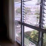 Same wall of windows...ah the fresh air!!!