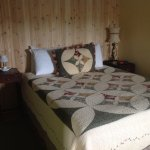 Cabin 7 queen bed