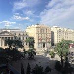 Vista diurna para a Plaza de las Cortes