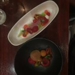 Eén gang, twee bordjes met een hemelse combi van makreel en tomaat