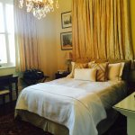 Great specious room. Large bathroom. Amazing breakfast in a great location