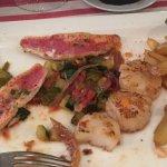 Filets de rougets et noix de St jacques aux petits légumes