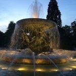 An Albertplatz fountain by night