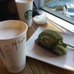 Капучино и бисквит со вкусом зеленого чая