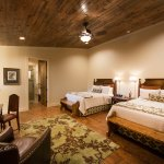Branch Haus Creekside Rooms