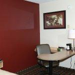 Photo de Red Roof Inn Cincinnati Northeast - Blue Ash