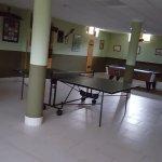 Zona con futbolín, ping pong, billar y gym.