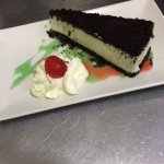 Homemade Mint & Oreo Cheescake