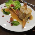 Pintade, craquelin de suprême de volaille et escalope de foie gras