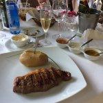 Sirloin steak en speeltuin voor de kinderen