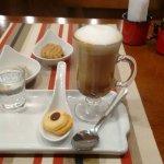 Capuccino com doce de leite, biscoitinho de leite, de castanha do pará com nutella