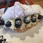 Photo de The Purple Feather Cafe & Treatery
