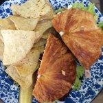 Turkey sandwich with chips