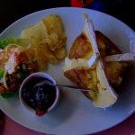 Jacket Potato avec Brie and Garnish