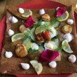 Une crêpe aux Saint-Jacques du restaurant du Catalpa.