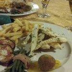 Cena ottima! Cameriere gentile e disponibile!!  Stessa cosa posso dire della pizza dell altra se