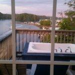 Water's Edge Shoreside Suites-billede