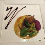 Un cadre cosy et agréable. Un mille-feuille de foie gras aux pommes moelleux à souhait. Un morce
