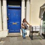 La famosa puerta azul de la película