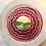 Panna, tiramisu, aspargus, antipasti de chef