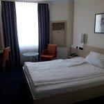 Photo de InterCity Hotel Freiburg