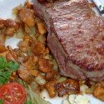 Steak mit Pfifferlingen.
