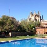 Pool und Kathedrale