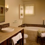 Hotel Cheval Bathroom with Soaking Tub