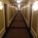 Crest Hotel Foto