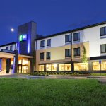 Holiday Inn Express Brentwood South Hotel