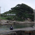 渡船場より仁右衛門島を臨む、釣り人が一人、立派なヒラメが釣れました!